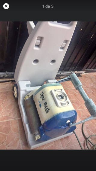 Robot limpiador de piscina