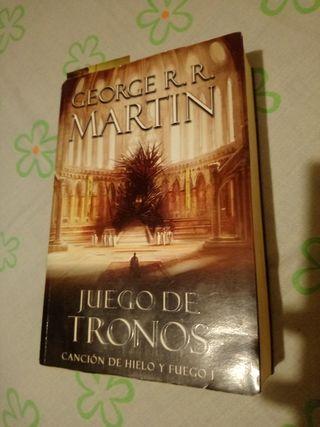 Libro Juego de Tronos, Canción de hielo y fuego 1