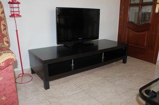 Mesa baja de televisión