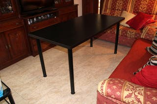 Mesa de Comedor modelo VIKA AMON de IKEA negra