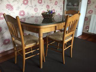 Mesa de cocina y sillas (madera y granito)