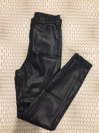 Legging efecto piel de Zara t. M