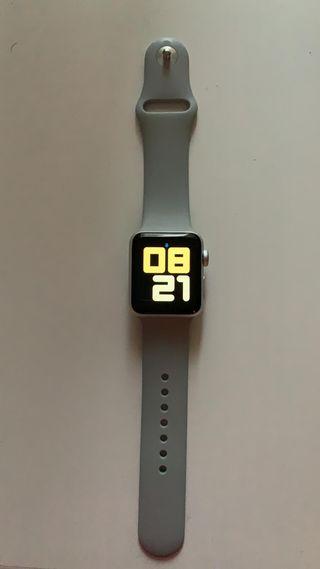 Apple Watch Series 3 - 38 mm + 8 correas