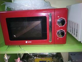 microondas retro en rojo