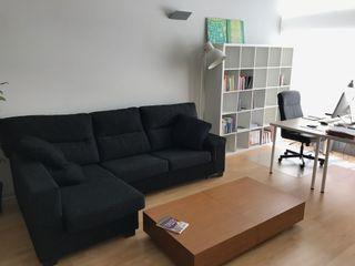 Conjunto de muebles de salón y dormitorio.