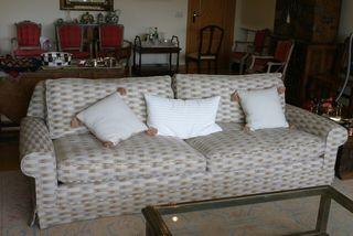 Sofá tapizado para 4 plazas