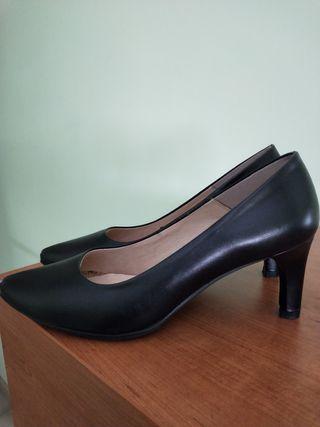 Zapatos Mimao de tacón medio señora.