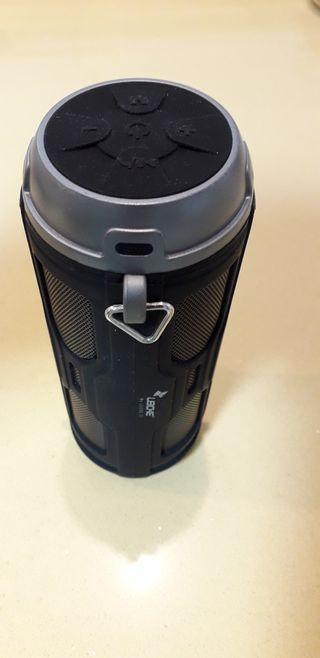 Altavoz Bluetooth portatil.