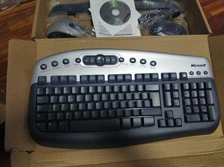 Ratón y teclado inlambricos Microsoft