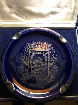 Plato de porcelana escudo de San Sebastian.