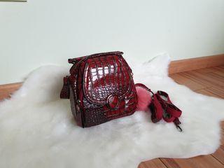 Bolso o mochila polipiel rojo