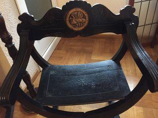 Sillas antiguas de madera de nogal talladas