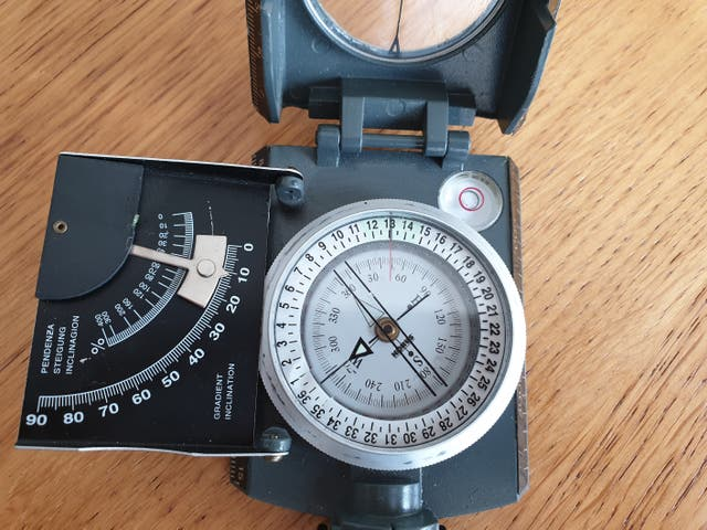 Brújula profesional Konustar-10 Gris