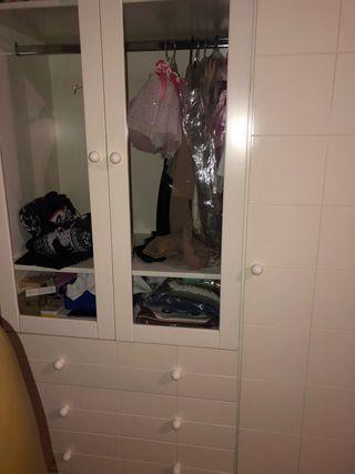 Armario puertas, cajones y estanterías. Blanco