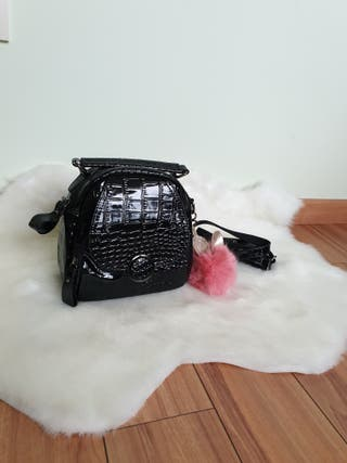 Bolso o mochila polipiel negra