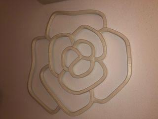 Rosa decorativa frontal habitación