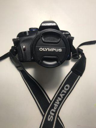 CAMARA REFLEX OLYMPUS E-450 + BOLSA COMO NUEVAS.