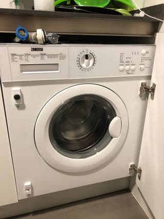 Lavadora Zanussi 7kg integrable, averiada