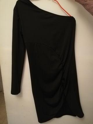 Vestido fruncido con una manga