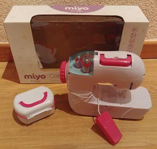 Miyo Costurita. Maquina de coser de juguete