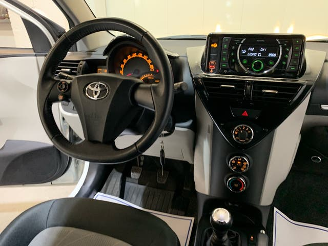 Toyota iQ 1.0 Manual. 4 plazas. 2014