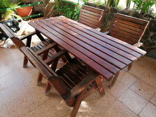 Mesa de madera para terraza o jardín con sillas