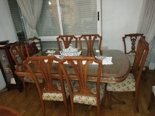 Mesa comedor y sillas estilo Isabelino