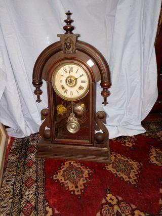 Reloj antiguo pendulo cuerda