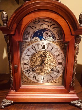 Reloj antiguo con carrillón