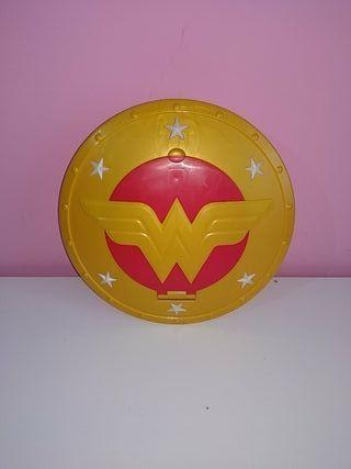 escudo wonder woman. lanza las piezas