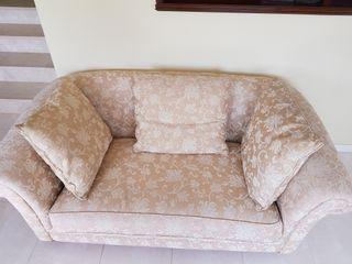 Sofa tipo Chester tapizado tela 2 plazas