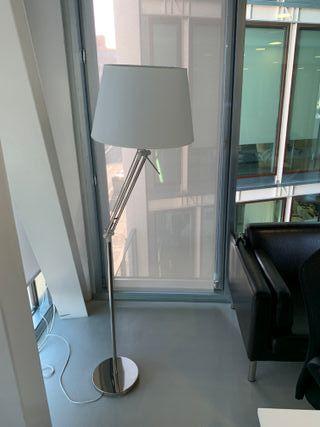 Lámpara de pie para casa u oficina