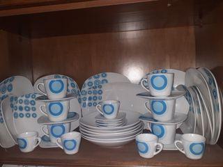 Set de platos azul y blanco