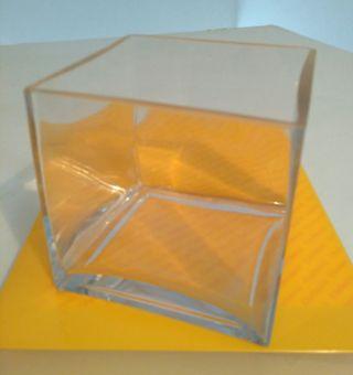 Jarrón cuadrado de cristal