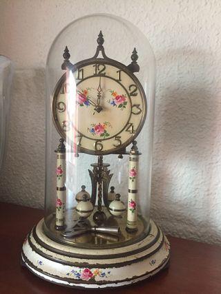 Reloj antiguo de cúpula