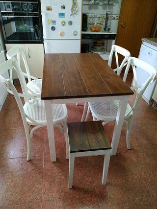 Mesa de cocina, 4 sillas y taburete.