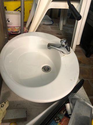 Lavabo blanco cuarto de baño