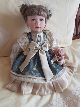 Preciosa muñeca de porcelana