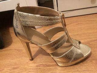 Michael Kors zapato tacón dorado