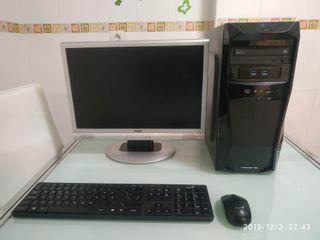 ordenador sobre mesa