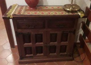 Mueble taquillón castellano de madera maciza