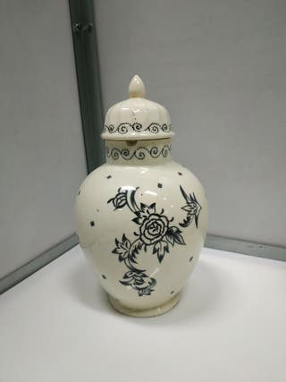 Tibor antiguo de los años 20 porcelanico pintado