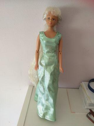 Muñeca con Vestido incluido