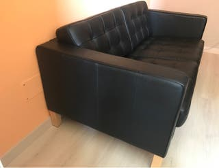 Sofá de dos plazas de piel negro Landskrona de ike