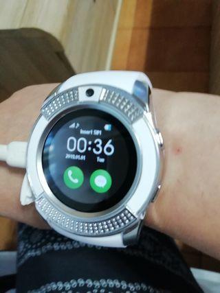 reloj SMART watch por estrenar en su caja blanco