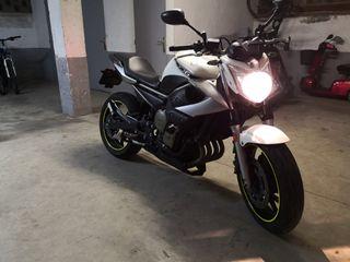 Yamaha XJ6 limitada para A2 en papeles.