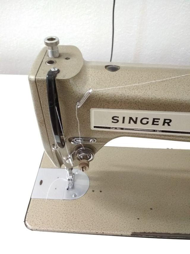 Maquina de coser de segunda mano por 220 € en Valencia en