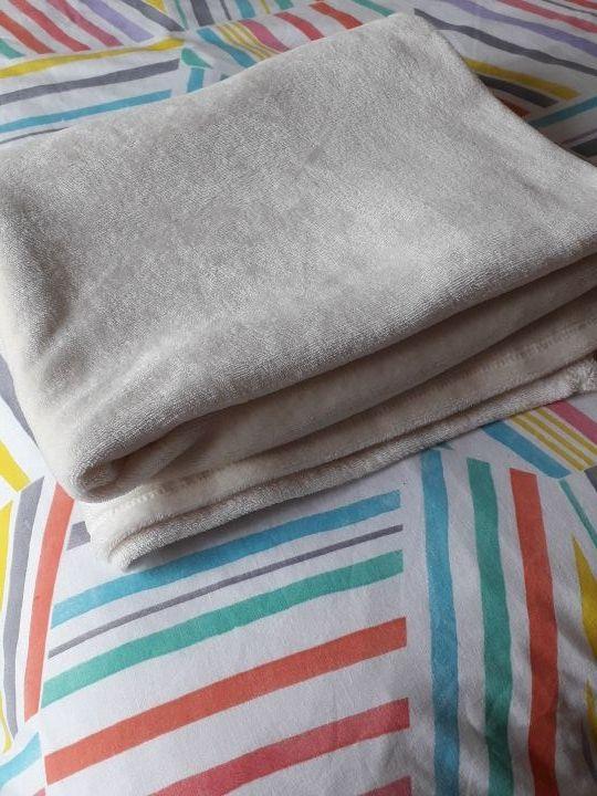 Mantita para sofá color crudo