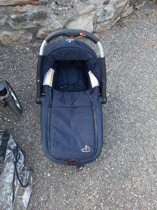 Carrito de bebe con accesorios incluidos.