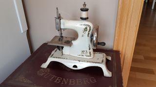 Maquina de coser antigua juguete